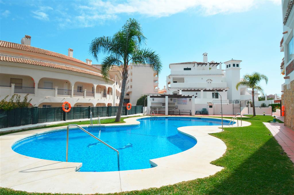 NICE APARTMENT WITH SEA VIEWS! Located in Torrequebrada (Benalmadena Costa). At only 500 mts from th,Spain