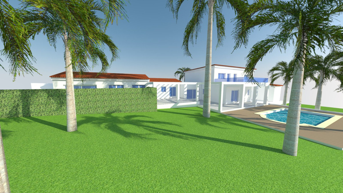 Large villa to reform, to 600 m. of Calahonda beach, surrounded by shopping areas. 369 m2 built on a, Spain