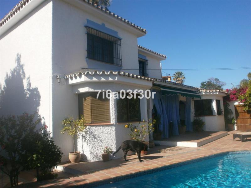 Property: A cosy and quiet villa in the best  area of San Pedro Alcantara. You can easily walk to th, Spain