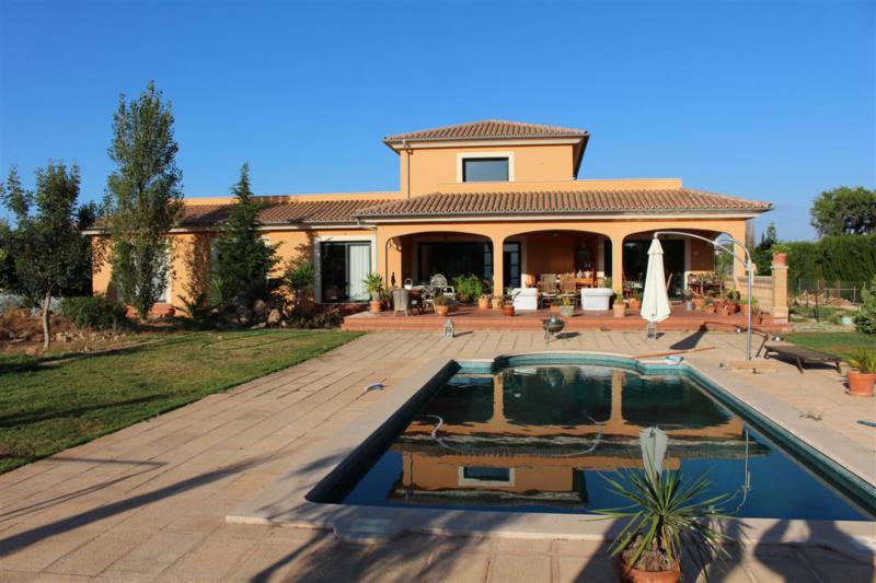 chalet situadi en sa planera dipone de 2050 m2 construidos 522 m2  con piscina   de 4,5 x 9 m ,4 dor,Spain