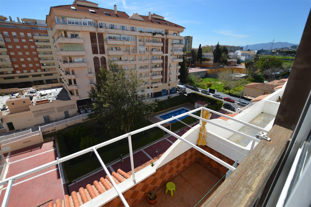 Large 80m2 apartment in Fuengirola - It is distributed in an entrance hall, large kitchen, living ro,Spain