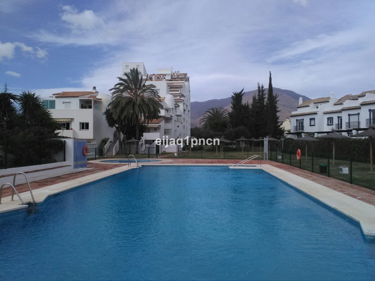 Apartment by the sea with ground floor terrace We sale an apartment in a very quiet urbanization, lo,Spain
