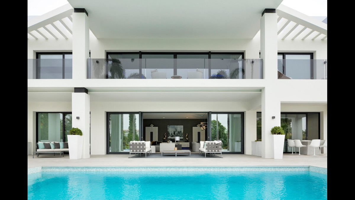 Exceptional newly built contemporary five bedroom modern villa in the heart of the Golf Valley and w, Spain
