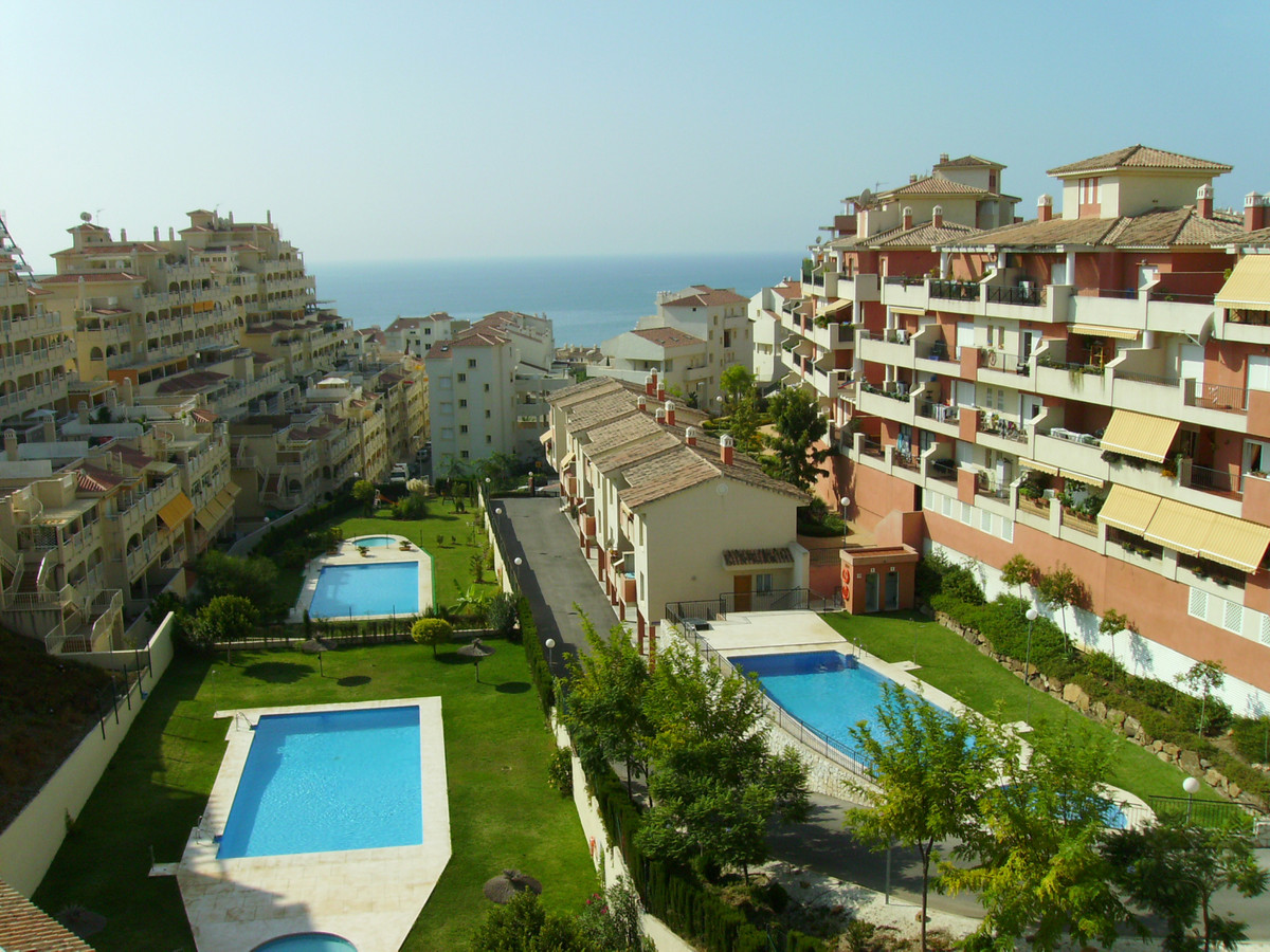 Spacious and louminous 2 bedrooms apartment ; very large terrace, about 17 square meters, very sunny,Spain