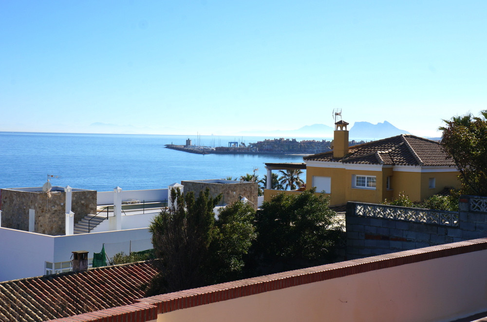 An extremely well looked after property comprising  a family villa with granny flat. granny flat cou,Spain