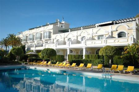 ALOHA GARDENS This Superb 2 bedroom apartment is  located in  Nueva Andalucia in a  prestigious urba, Spain