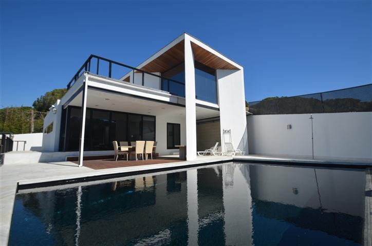 Amazing opportunity! Incredible design villa, built in an excellent high standard using quality mate,Spain