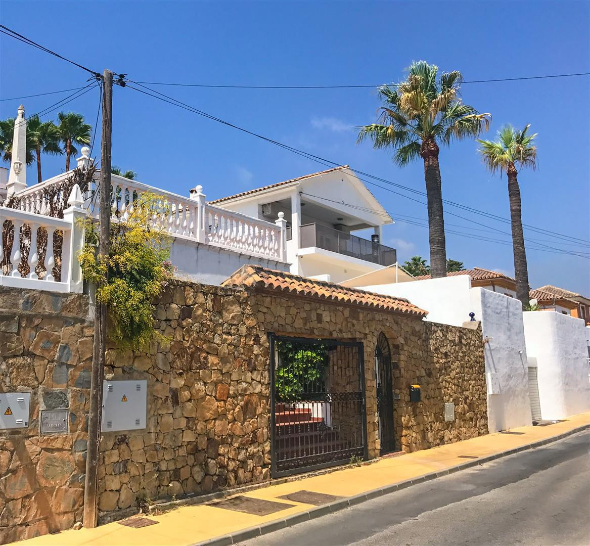 Fabulous villa for sale in Nueva Andalucia, Costa del Sol. With mountain views, recently renovated a, Spain