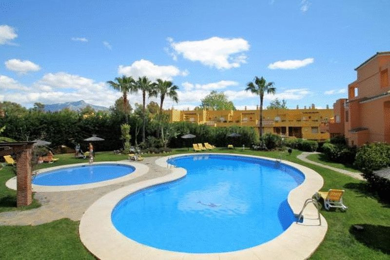 This immaculate 3 bedroom apartment is located overlooking the Guadalmina Golf Course and has specta Spain