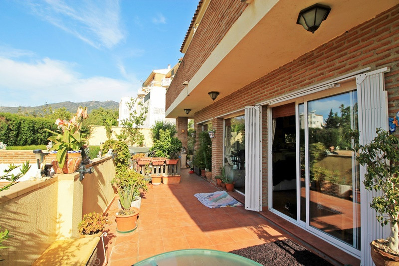 Independent house in Benalmadena a few minutes from the center area!  Sale of detached villa in Bena, Spain