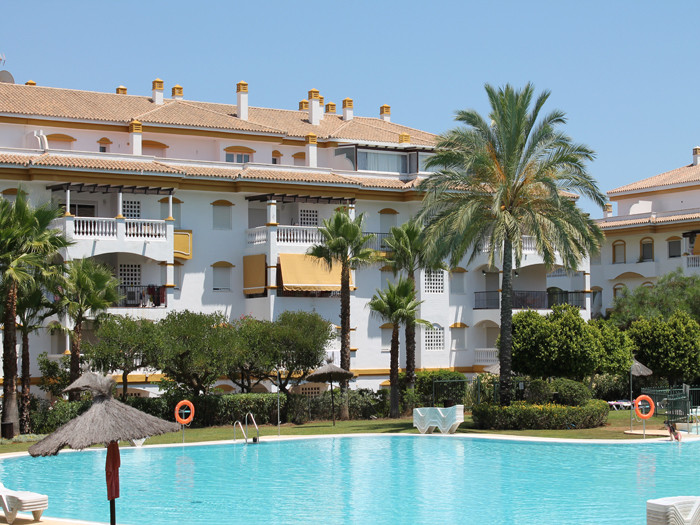 This beautiful apartment is located in a gated complex just 10 minutes walk to Puerto Banus. It has ,Spain