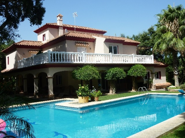 Sotogrande Alto: Luxury 7 bedroom villa in secluded location within landscaped gardens, swimming poo, Spain