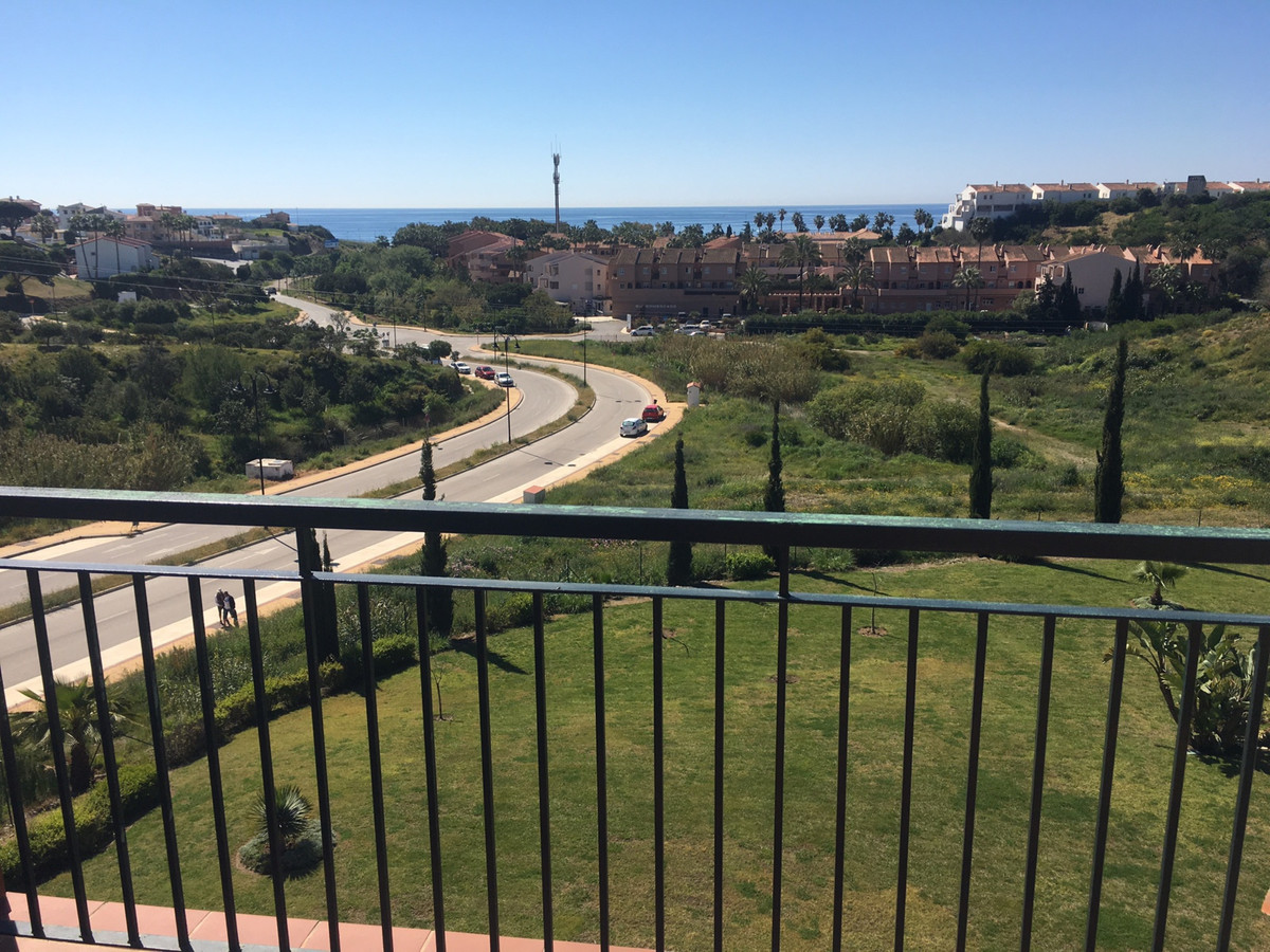 This beautiful penthouse is located in a close residential complex with beautiful sea views, in the ,Spain