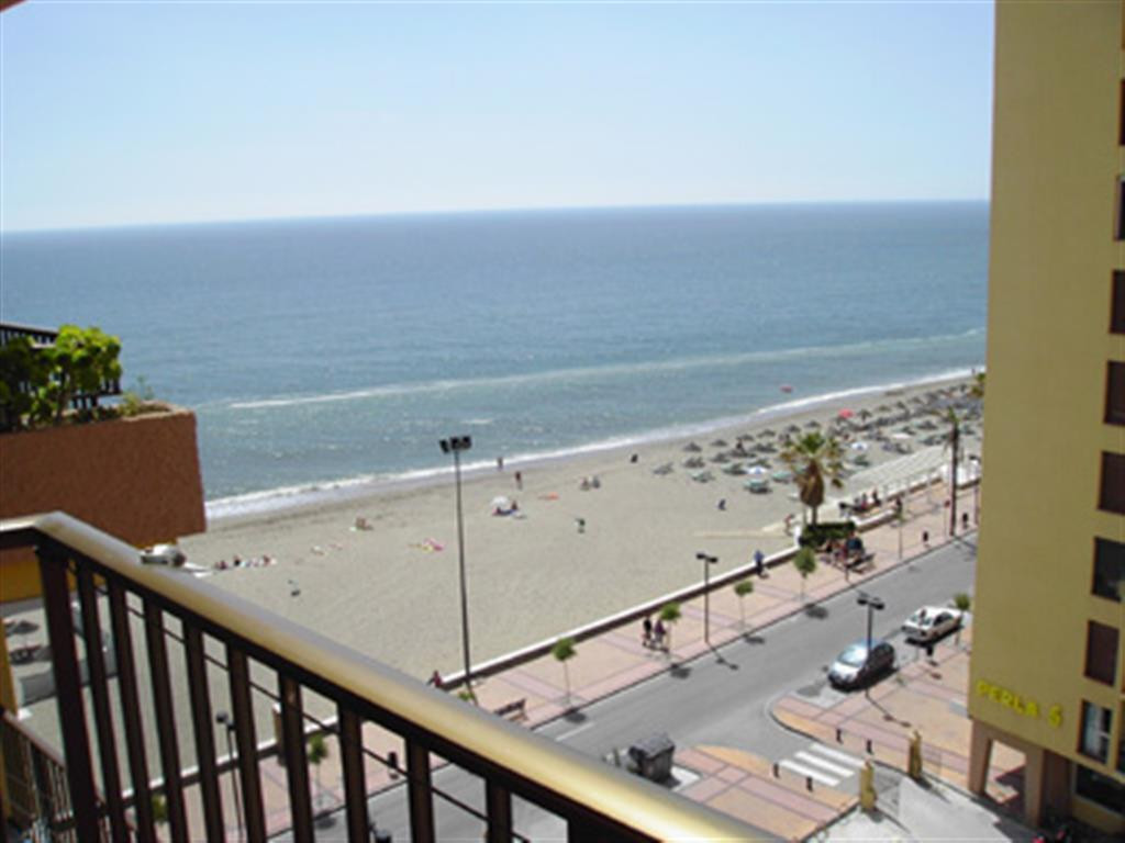 Apartment in front of the beach, just south of the port of Fuengirola, located in the middle of the , Spain