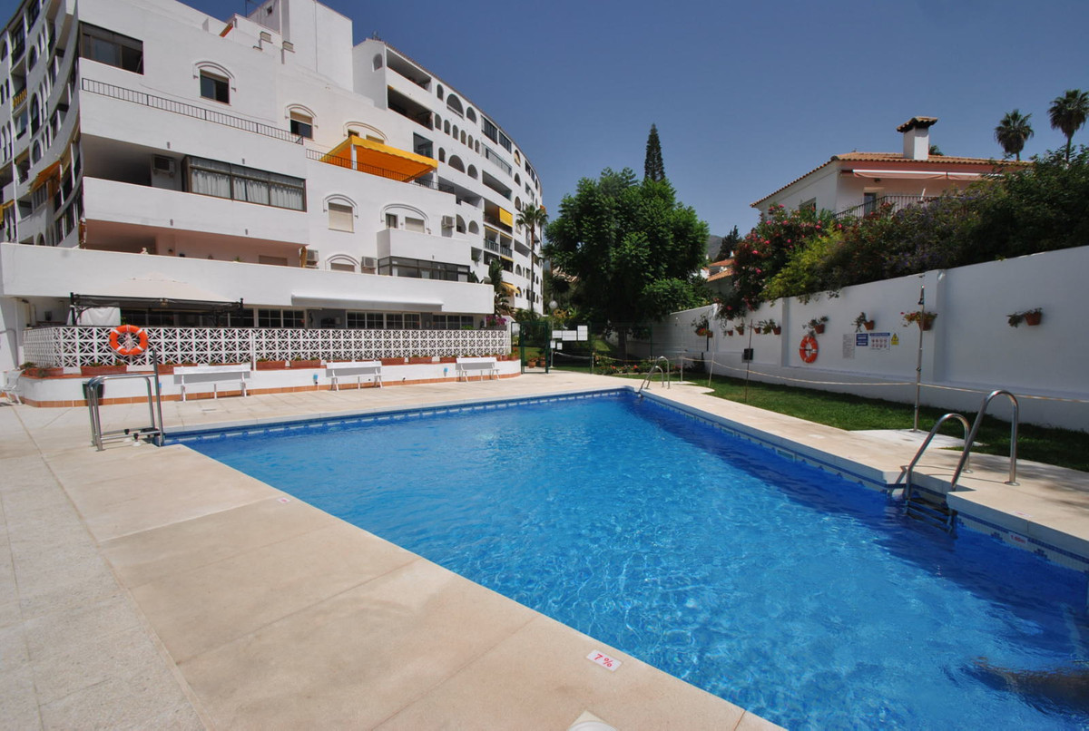 A very large one bedroom apartment ideally located just 300 meters to amenities in Fuengirola and 40,Spain