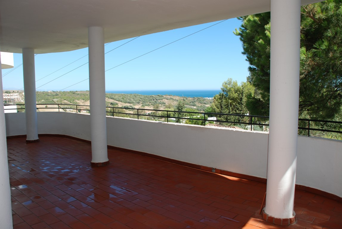 This is the best apartment in the Estepona Golf Urbanisation. Totally new refurbished like two new b,Spain