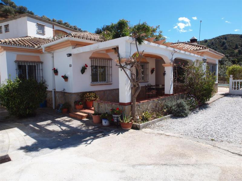 Beautiful Villa in the middle of nature. It is located in Alcaucin. It has great mountain views. Par,Spain