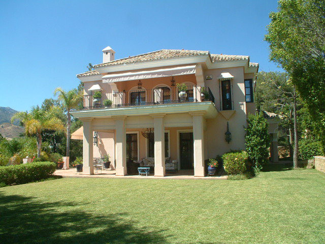 A truly beautiful property of unique design, for luxury , tranquility and exceptional surroundings i, Spain