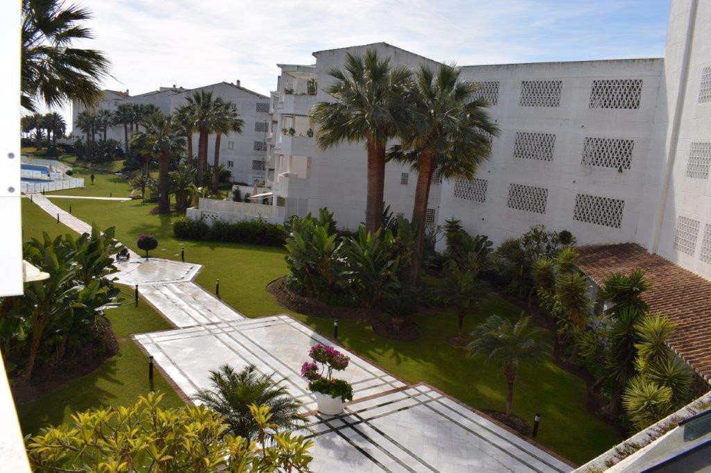 - 1 BEDROOM APARTMENT IN COMPLEX FIRST LINE OF BEACH -  This apartment is located in a gated complex, Spain