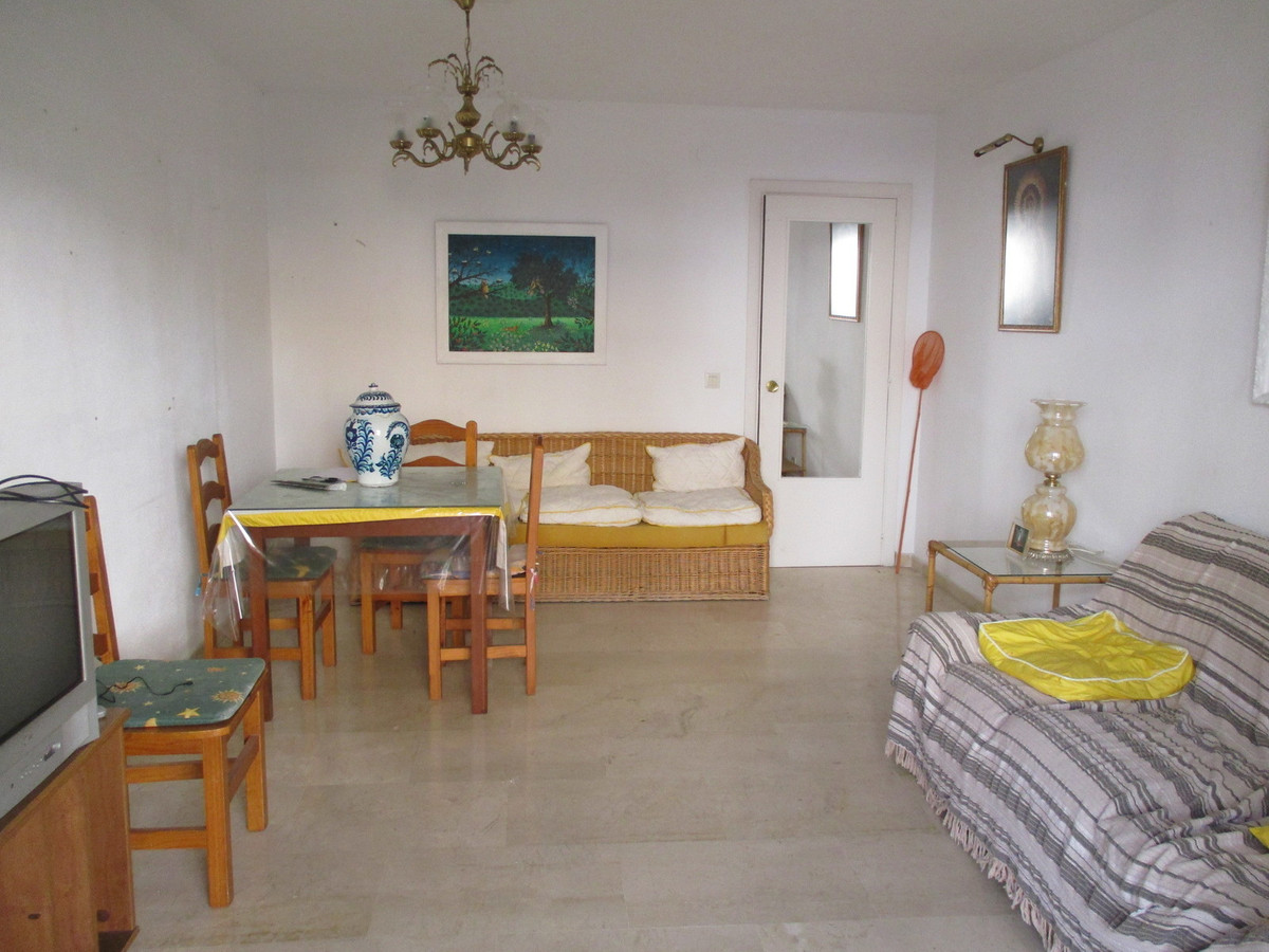 Very central apartment distributed in hall, three double bedrooms, kitchen with utility room, living, Spain