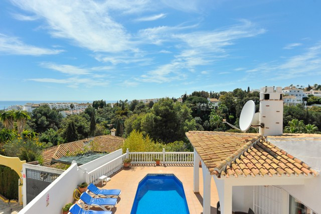 Originally listed for 625,000€ and recently reduced to 549,950 €.  If you want privacy, beauty and t, Spain
