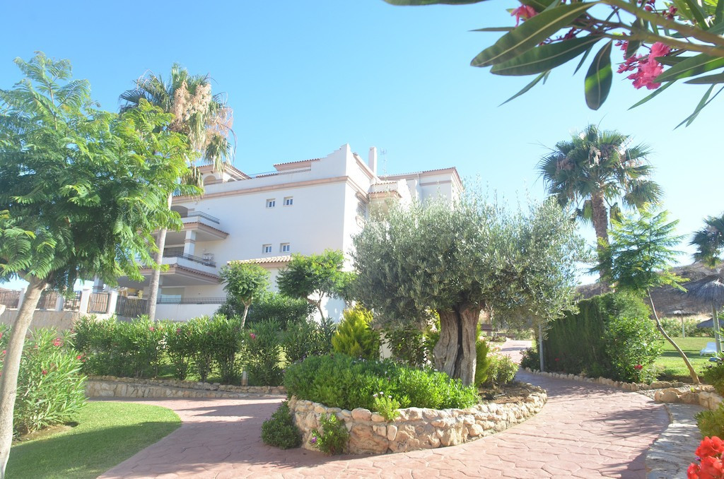 Beautiful 3 bedroom penthouse in Oasis Cala de Mijas at walking distance from the lovely town of La , Spain