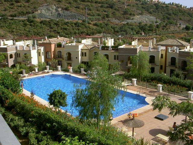 Los Arqueros Golf: Large southfacing garden apartment with 3 large bedrooms and 2 bathrooms within g,Spain