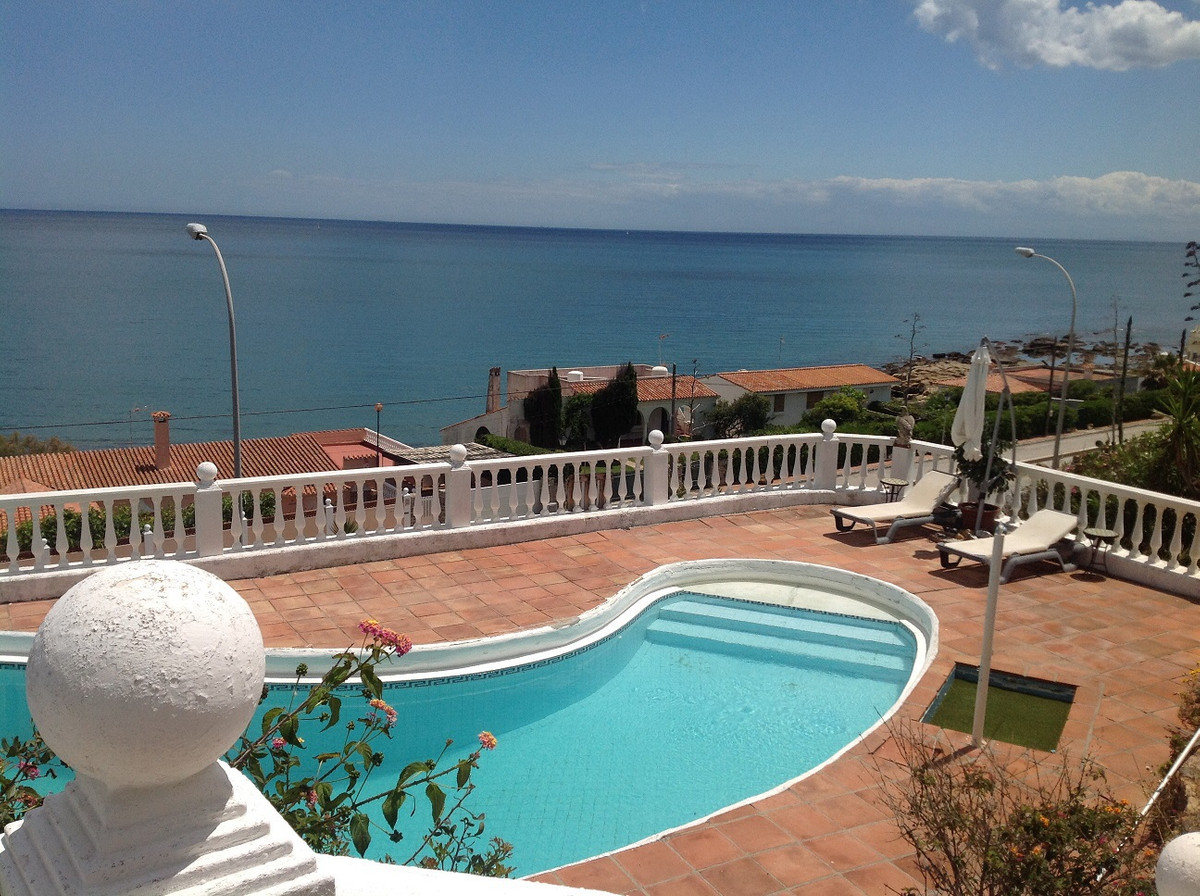 Magnificent villa with a stunning sea view, 360 m² built on one level on a plot of 2000 m² with 5 be,Spain