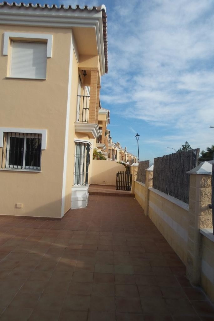 - For sale. A corner townhouse on 163sqm plot. On ground floor consisting of living room with firepl,Spain