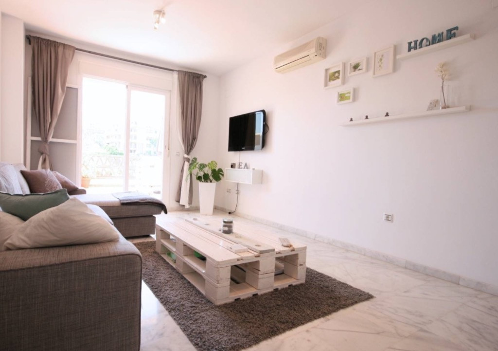 This well maintained apartment is located first line golf in Riviera Del Sol, only 2 minutes drive t, Spain