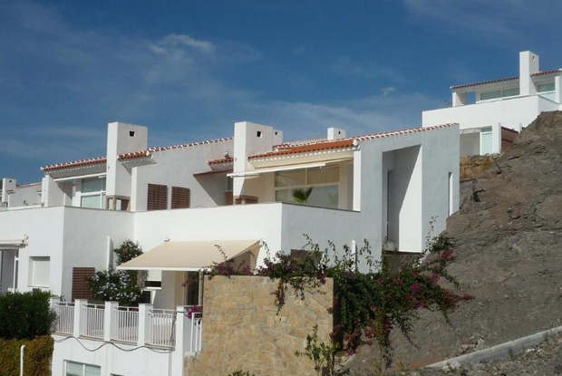 \nREDUCED PRICE FROM 310.000 €. \n\nThis lovely home is situated in a peaceful area in Aren,Spain