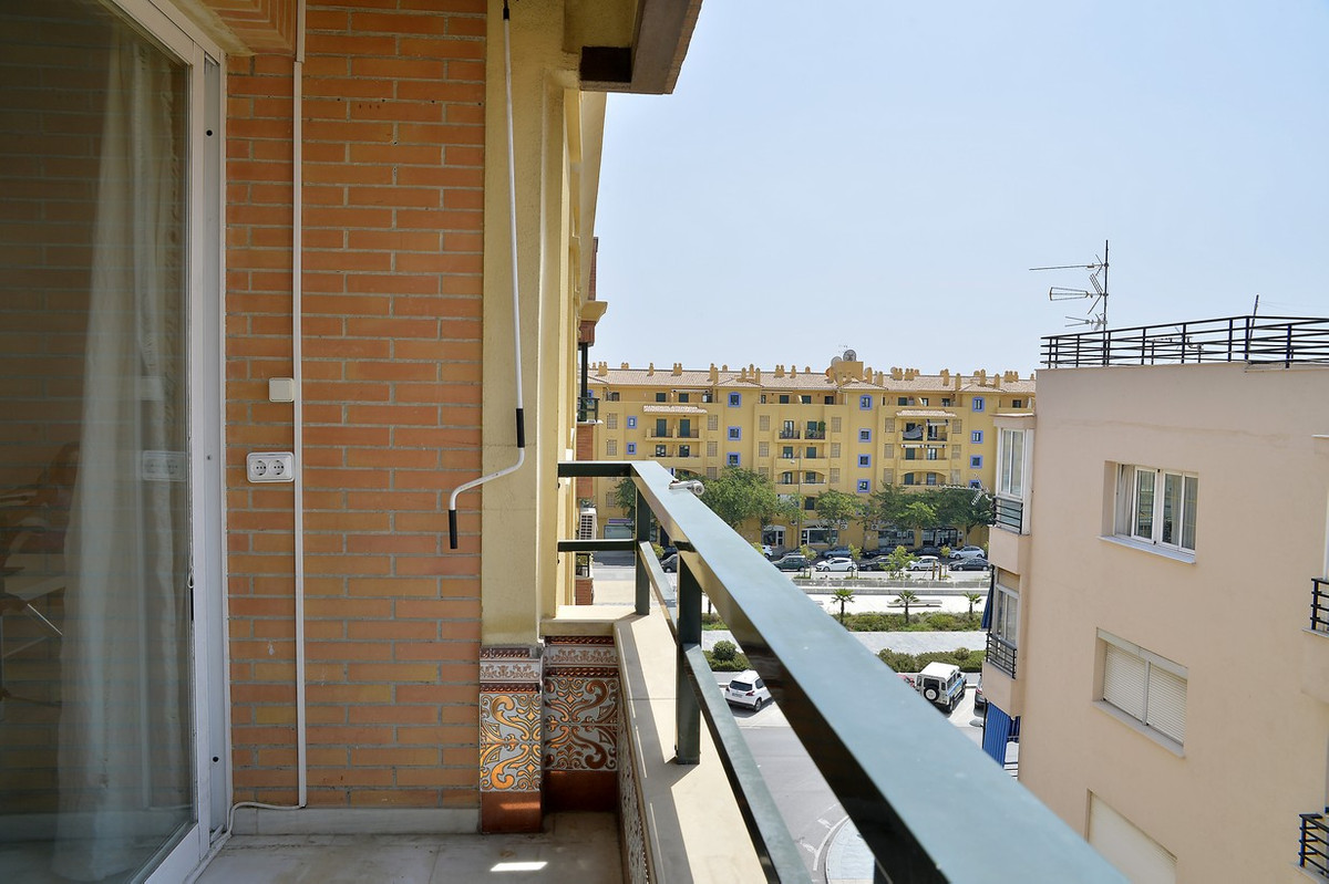 BARGAIN ! Flat in very good condition in the best area of San Pedro, overlooking the new boulevard, ,Spain