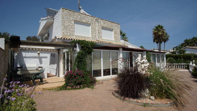 DETACHED VILLA NEAR THE BEACH WITH FANTASTIC SEA VIEWS, , This superb villa is situated just 5 minut, Spain