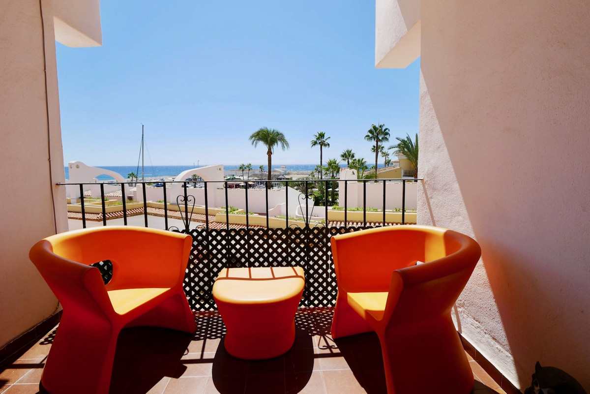 A great apartment in the heart of Puerto de Cabopino in East Marbella, this apartment has a good siz,Spain
