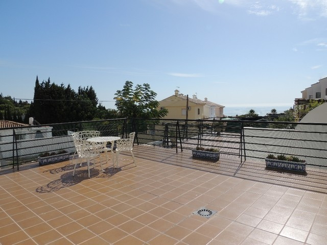 Nice townhouse situated in an elevated position in the Capellania area of Benalmadena. Very quiet an,Spain