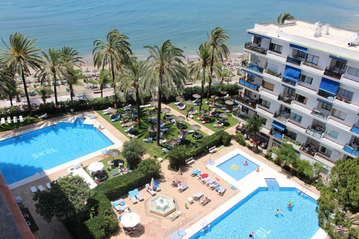 Apartment in front line beach and in the center of Marbella. This property is undoubtedly one of the, Spain