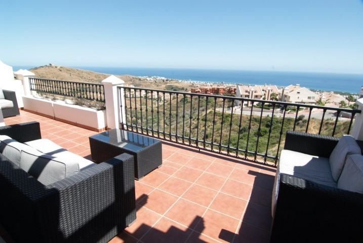 Impeccable penthouse in the upper area of Calahonda in the urb. Las Palmeras de Calahonda well prese, Spain