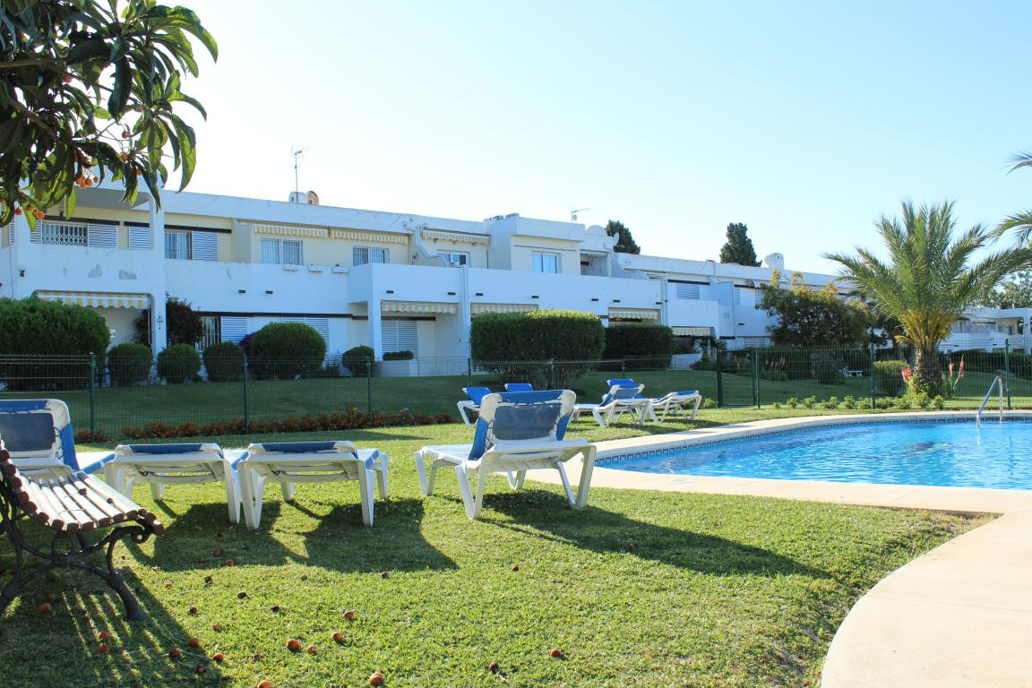Spacious corner apartment in the popular complex of Aloha Sur 32. The apartment has recently been fi Spain