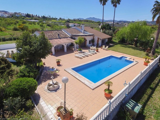 DON'T MISS THIS EXCELLENT OPPORTUNITY!! NEW REDUCTION FROM 695.000€ TO 629.000€!!  Fantastic Opp, Spain