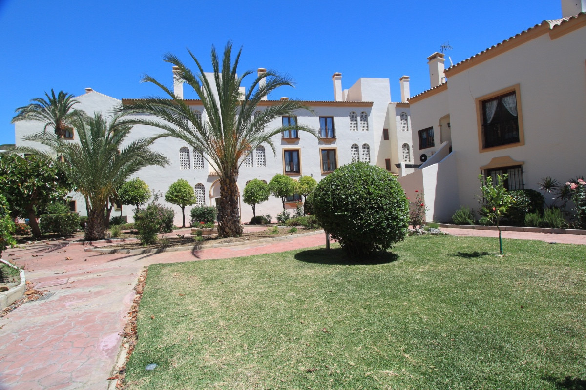 This impressive 4 bedroom duplex apartment is decorated in a neutral palette and offers spacious acc, Spain