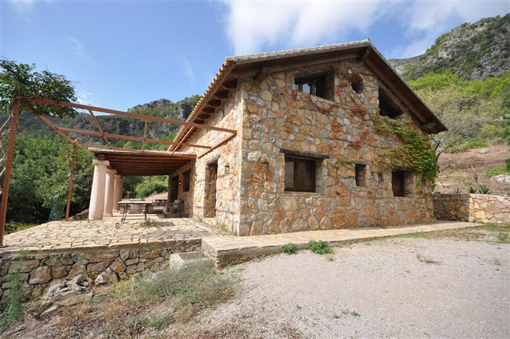 Marvelous country side detached stone villa built in two levels with super high wooden ceilings. Loc,Spain