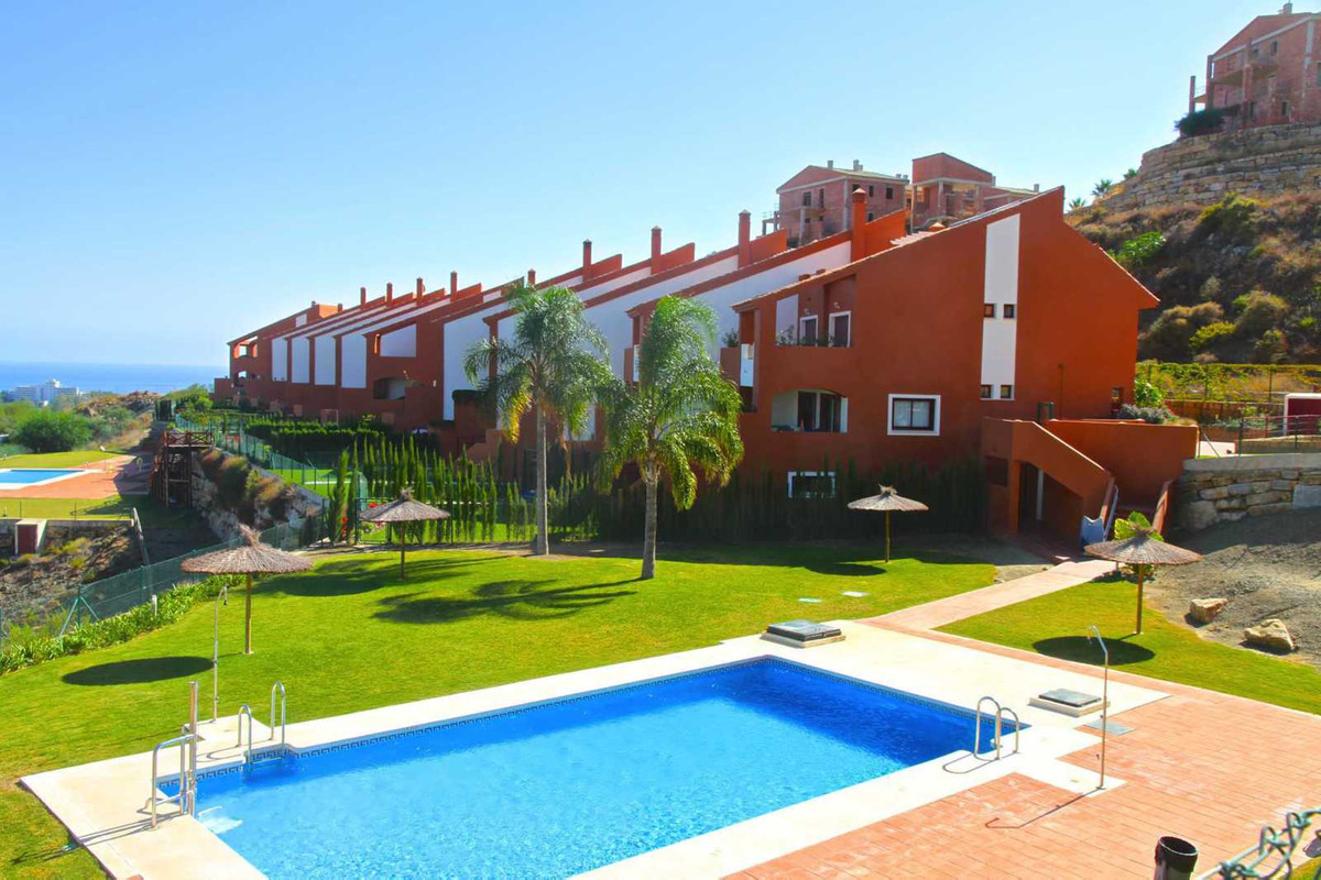 Spectacular  townhouse is located in a gated complex 5 km from the gastronomic town Benahavis and 10, Spain