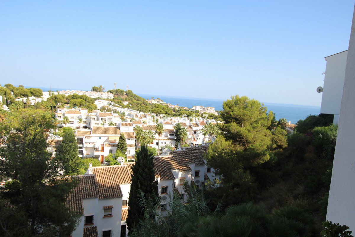 Lovely 2 bed 2 bathroom elevated ground floor apartment in a quiet cul de sac in Riviera del Sol. Th,Spain