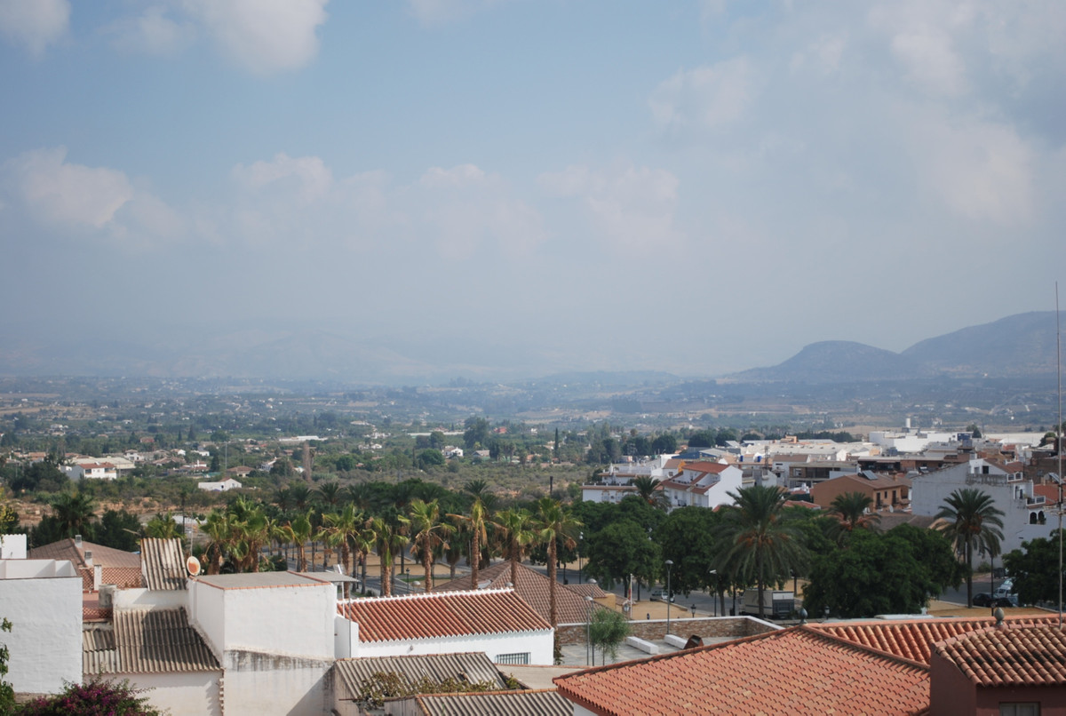 In the heart of Alhaurin this spacious and bright apartment is located. The property has 79 m2 distr, Spain