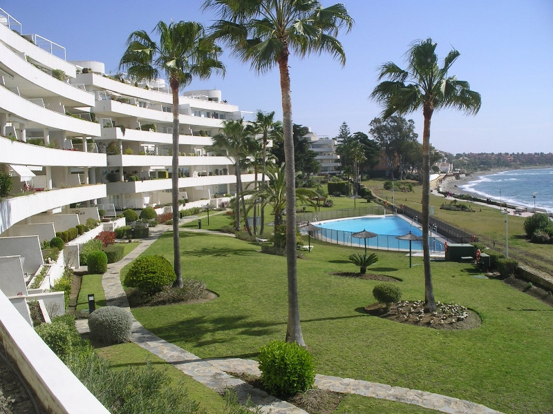 A beautiful 3 bedroom 2 bathroom apartment with direct views to the sea. Situated in the popular are, Spain