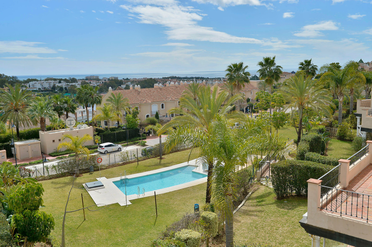 Enjoy comfort, luxury and privacy in the best area just a few minutes drive to the beach, shopping a,Spain