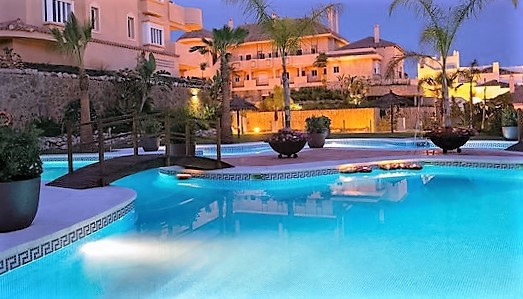 This is a beautiful apartment at the Aloha Hill Club that offers two spacious bedrooms all furnished,Spain