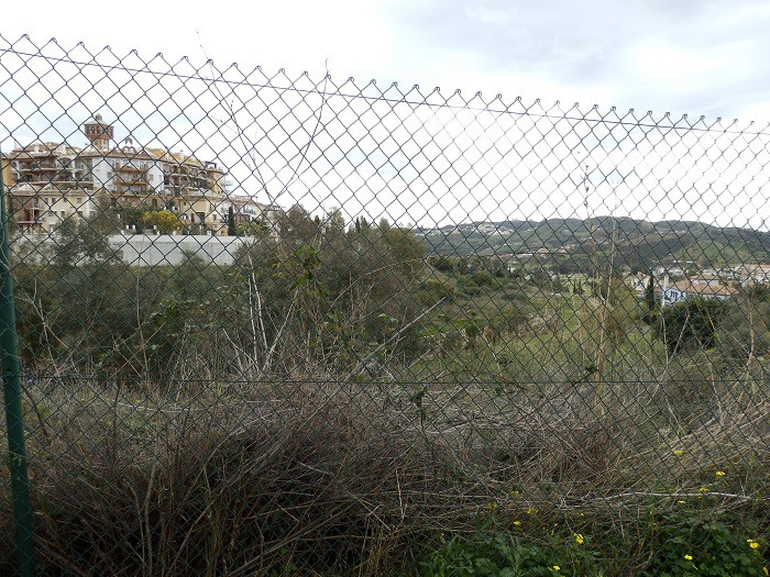 Plot in Mijas Golf with 1,210 m2, with great views. Great  to built a villa with 2 or 3 levels.  Bui, Spain