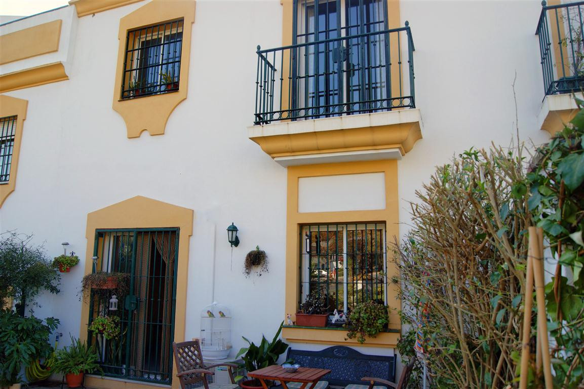 Modern 3 bedroom, 3 bathroom townhouse located in an exclusive urbanisation. It benefits from air-co,Spain