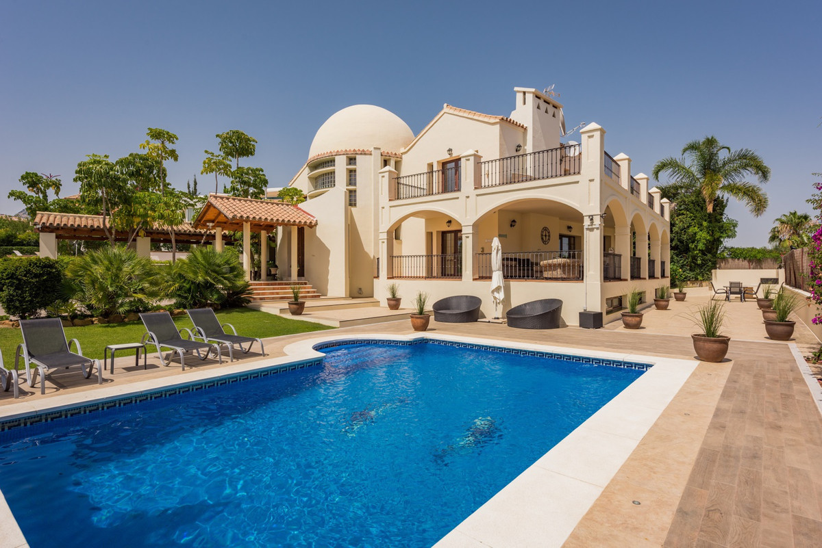 Los Flamingos Golf  Situated in the exclusive golf resort of Los Flamingos, this villla is ideal as ,Spain